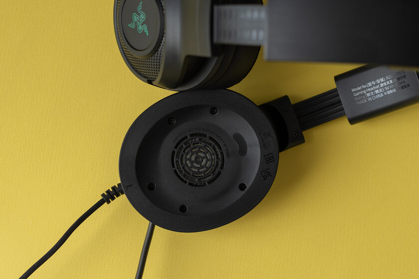 I want the famous, but cheaper.  Review of budget plastic headphones Razer Kraken V3 X - Sound and microphone.  one