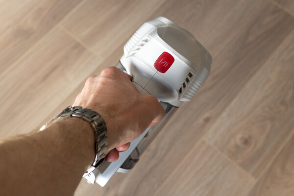 A vacuum cleaner for those who do not like vacuuming.  Jimmy JV51 Manual Review - Appearance and Ergonomics.  3