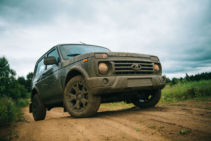 The world's first crossover?  Test drive Lada Niva Legend - Review.  one