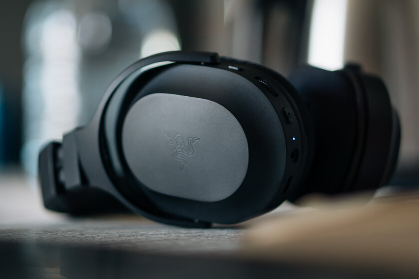 Gaming headphones no one knows about.  Review of the inexpensive Razer Barracuda X - Sound.  one