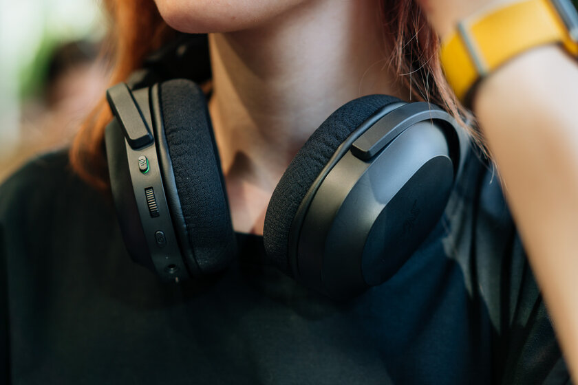 Gaming headphones no one knows about.  Review of the inexpensive Razer Barracuda X - Sound.  2