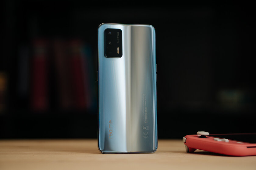 Sports car in the world of smartphones: tested Realme GT and did not remain indifferent - Iron.  one